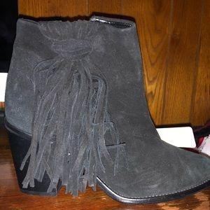 Black suede booties with fringe - Zara